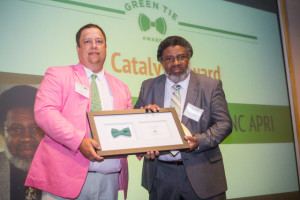 Melvin Montford with NC APRI receives Catalyst Award from NCLCV at 2016 Green Tie
